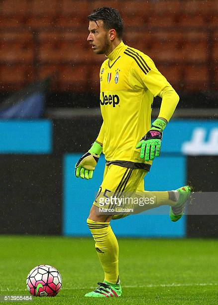 Norberto Murara Neto of Juventus FC in action during the TIM Cup match between FC Internazionale Milano and Juventus FC at Stadio Giuseppe Meazza on...