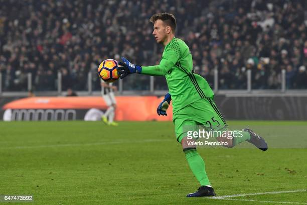 Norberto Murara Neto of Juventus FC in action during the TIM Cup match between Juventus FC and SSC Napoli at Juventus Arena on February 28 2017 in...