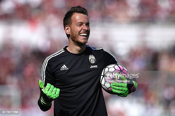 Norberto Murara Neto of Juventus FC looks on prior to the Serie A match between Torino FC and Juventus FC at Stadio Olimpico di Torino on March 20...