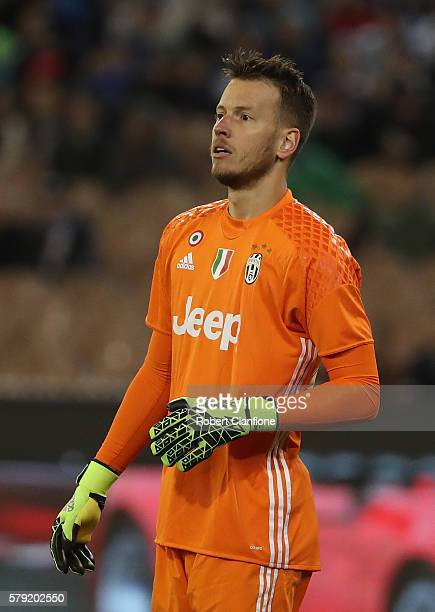 Norberto Murara Neto of Juventus looks on during the 2016 International Champions Cup Australia match between Melbourne Victory FC and Juventus FC at...