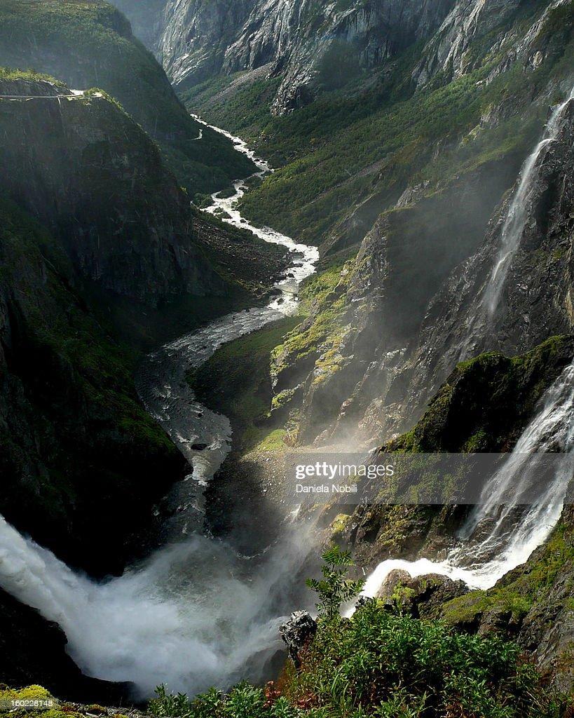 CONTENT] Norge, mountain, waterfall. Gudvangen, nature, Tvinde waterfall.