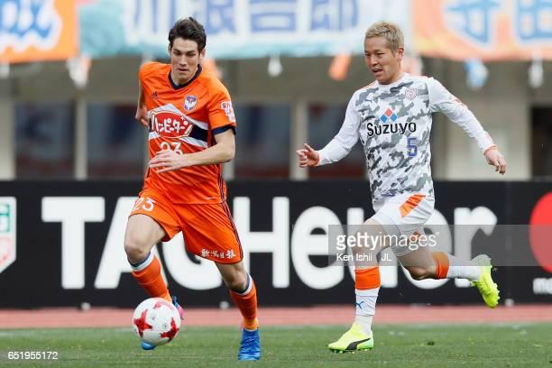 Noriyoshi Sakai of Albirex Niigata and Shoma Kamata of Shimizu SPulse compete for the ball during the JLeague J1 match between Albirex Niigata and...