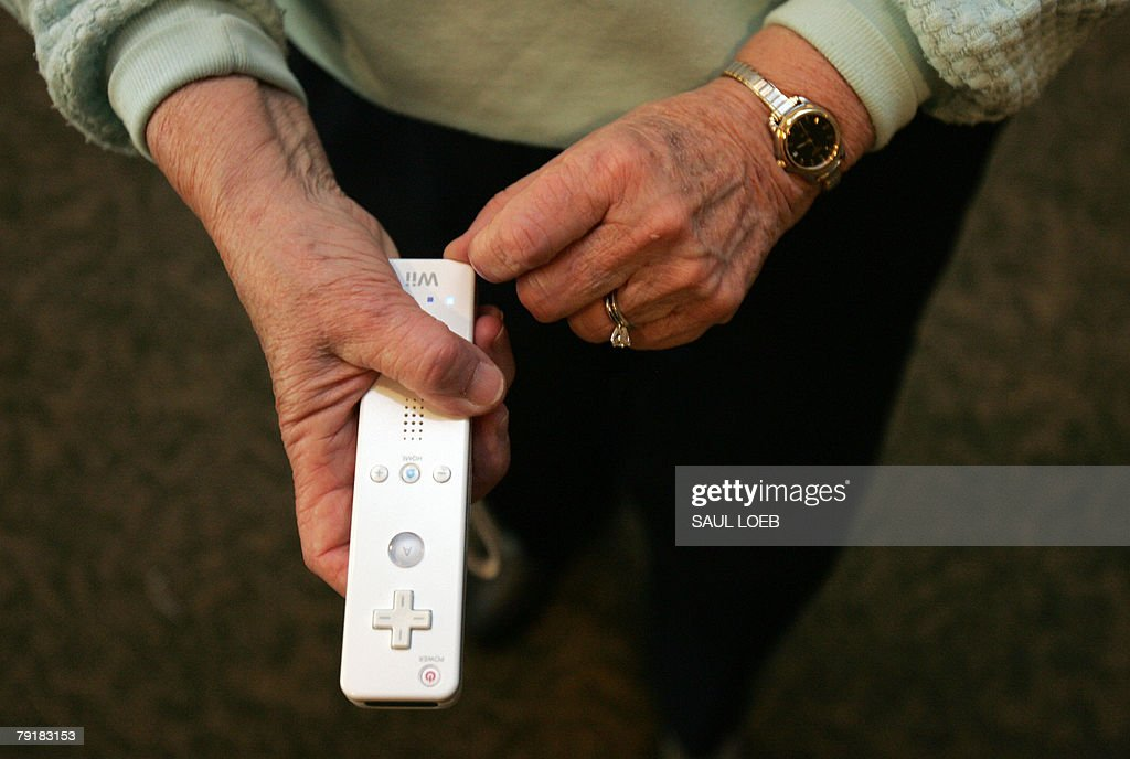 Norma DeCaroli, 75, plays in a bowling tournament on the Nintendo Wii game system at the Riderwood Retirement Community in Silver Spring, Maryland, 16 January 2008. Seniors in a retirement complex in the Washington suburbs have hopped onto the videogame craze, belatedly but with a vengeance, swinging their arms in a virtual game of bowling. AFP PHOTO/Saul LOEB