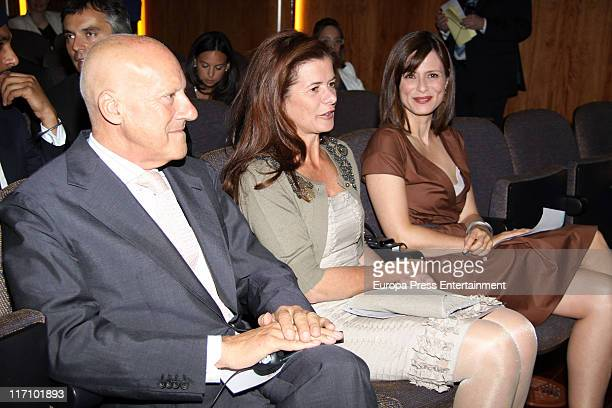Norman Foster Elena Ochoa and Aitana Sanchez Gijon attend 'Save The Children' Awards 2011 on June 21 2011 in Madrid Spain