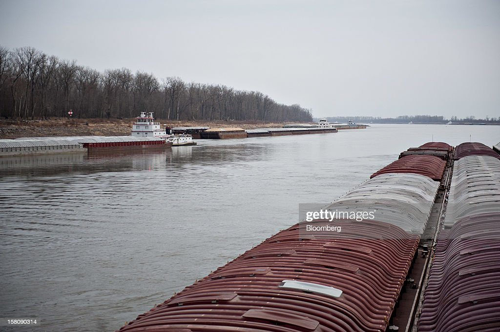 North bound tug boats, left, on river bank, yield to the Capt. Bill Stewart tow boat as it travels down the Mississippi River outside of St. Louis, Missouri, U.S., on Friday, Dec. 7, 2012. Barges carrying grain, soybeans, coal, oil and other commodities on the Mississippi River have started to reduce their loads to navigate waters shrunk by the worst drought in 50 years. Photographer: Daniel Acker/Bloomberg via Getty Images