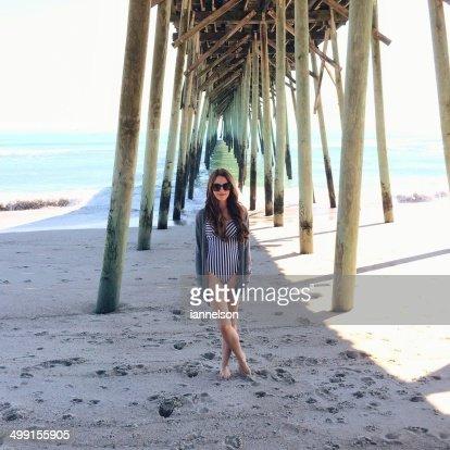 USA, North Carolina, New Hanover County, Carolina Beach, Young woman on vacations