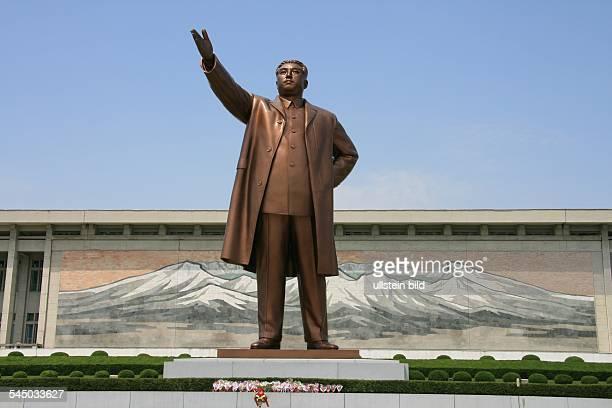 North Corea Pjoengjang Pyeongyang statue of KimIlSung on the Mansu hill
