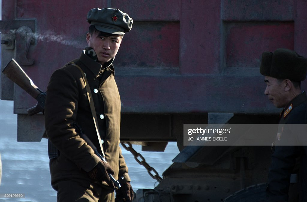A North Korean soldier (R) stands on a boat on the Yalu River at the town of Sinuiju across from the Chinese border town of Dandong on February 9, 2016. A raft of UN sanctions imposed on North Korea over the past decade has failed to prevent Pyongyang from scaling up its nuclear and ballistic missile programs, a UN panel of experts has concluded. AFP PHOTO / JOHANNES EISELE / AFP / JOHANNES EISELE