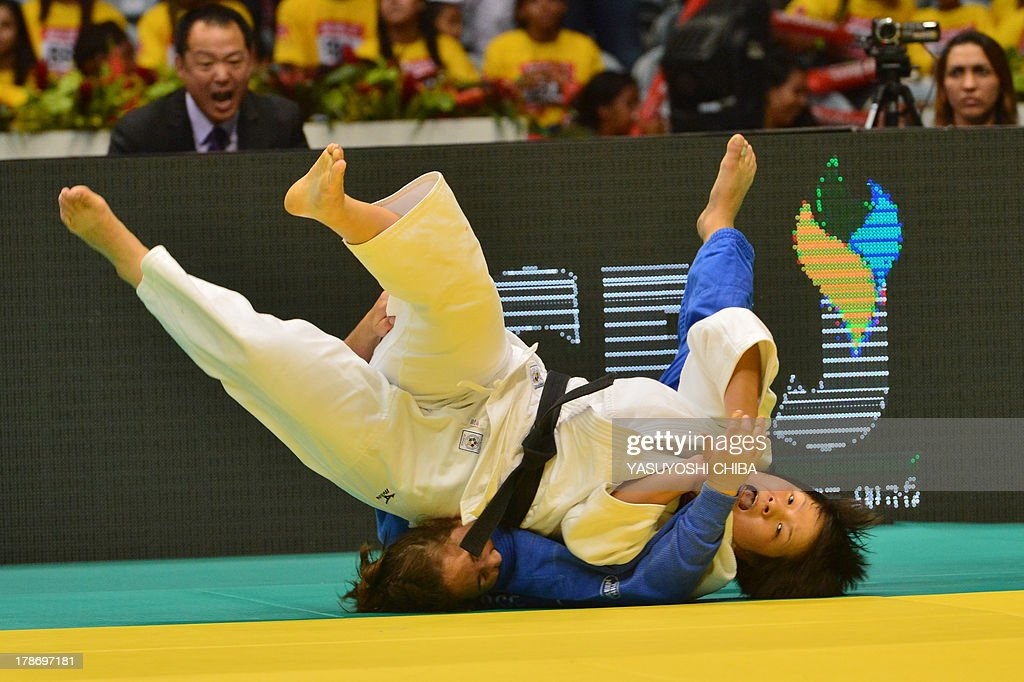 North Korea's Kyong Sol (white) and Canada's Catherine Roberge compete in a women's -78kg category semifinal, during the IJF World Judo Championship, in Rio de Janeiro, Brazil, on August 30, 2013. AFP PHOTO / YASUYOSHI CHIBA