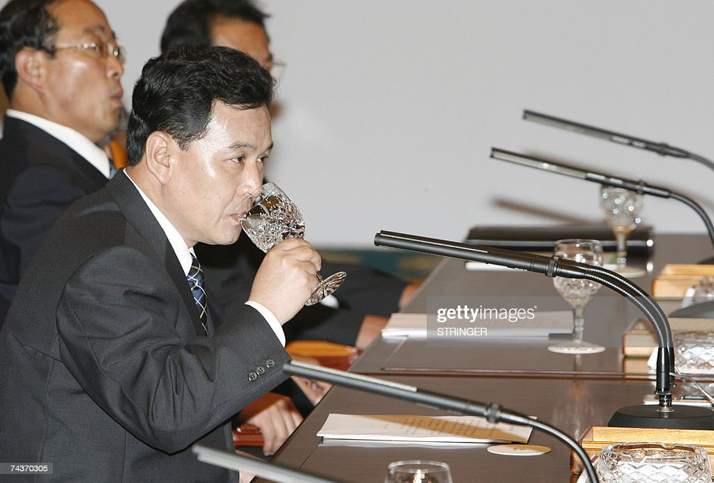 North Korea's Senior Cabinet Councillor Kwon Ho-ung drinks water at a meeting with South Korea's Unification Minister Lee Jae-joung (not pictured) during their final meeting of the inter-Korean ministers' talks in Seoul, 01 June 2007. North and South Korea issued a brief statement after four days of high-level talks ended without any agreement. The South's Unification Ministry had said earlier in the day that no joint statement would be issued amid disagreements over delays in rice aid. AFP PHOTO / POOL