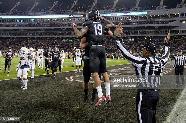 Northern Illinois Huskies wide receiver Kenny Golladay celebrates his touchdown reception in the 2nd quarter during a MidAmerican Conference football...