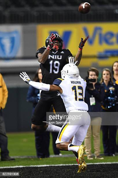 Northern Illinois Huskies wide receiver Kenny Golladay receives a pass for a touchdown in the first half during a MidAmerican Conference football...