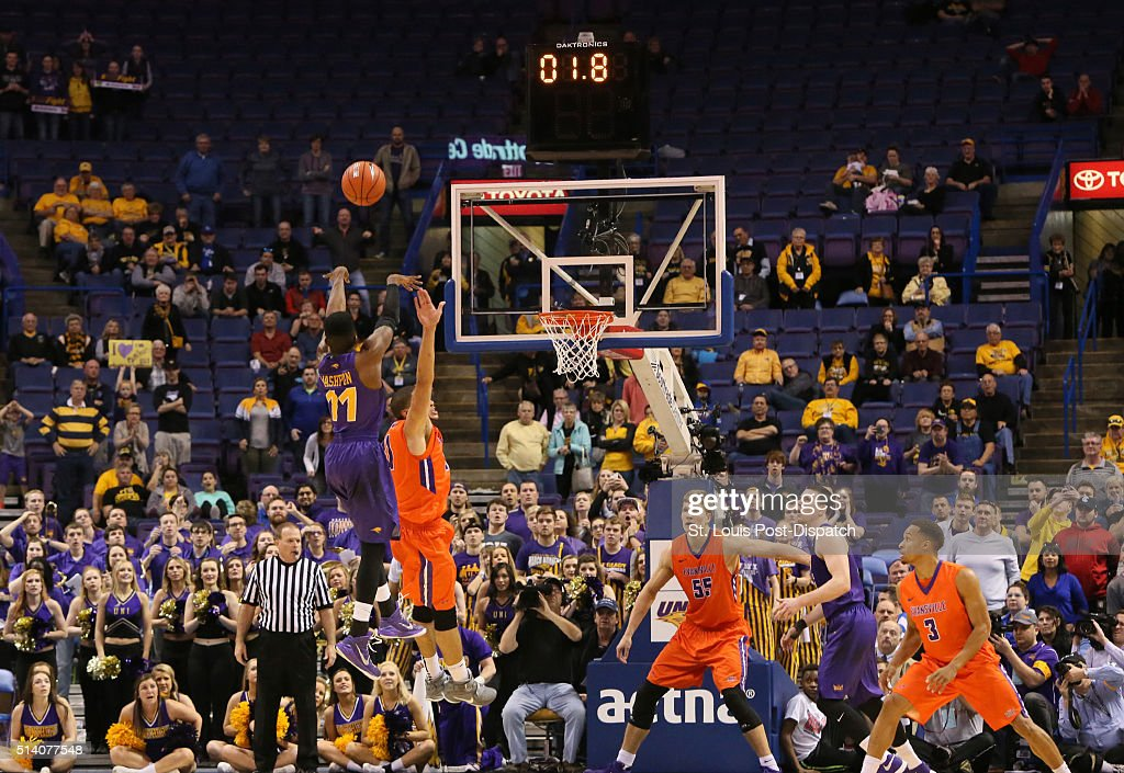 Northern Iowa guard Wes Washpun makes the gamewinning jump shot over Evansville guard DJ Balentine with 18 seconds remaining in the game during the...