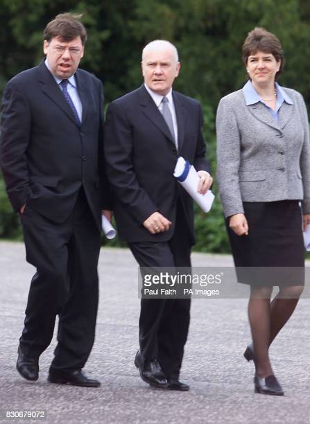 Northern Ireland secretary of State John Reid arrives at Hillsborough Castle with his security Minister Jane Kennedy and Irish Foreign Affairs...