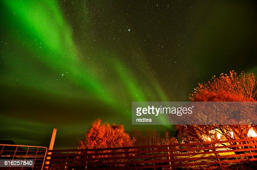 Northern light over a farm house in Iceland : Foto de stock