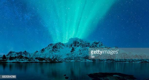 光の上に浮かぶ島々 ロフォーテン諸島 ノルウェー