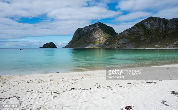 Norway, Nordland, Lofoten, Vestvagoy, Haukland beach and bay of Vikbukta