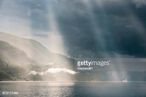Norway, Sogn og Fjordane, Sunrays over Oppstrynsvatnet lake, cruise ship