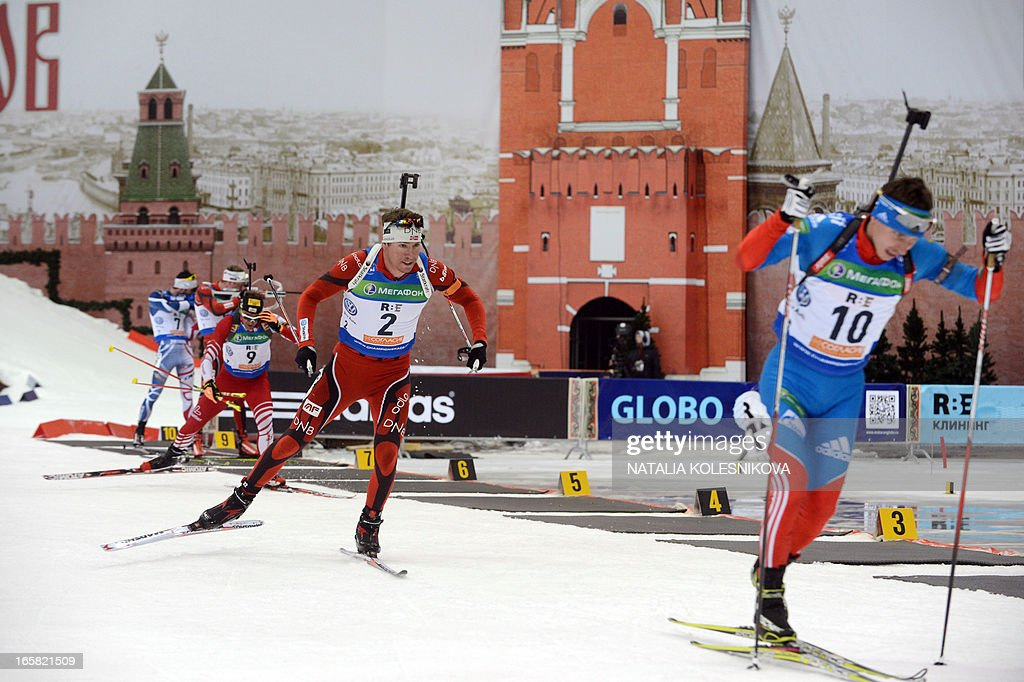 Norway's Emil Hegle Svendsen (C) competes on April 6, 2013 in the men's biathlon mass start during the Champion's Race in Moscow.