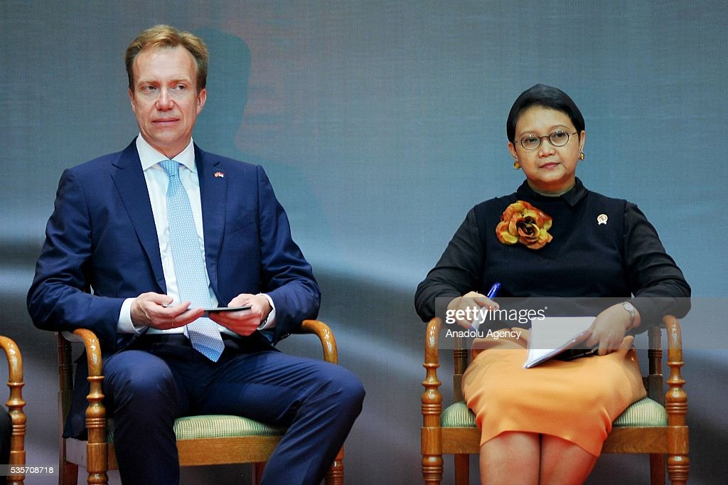 Norway's Foreign Minister Borge Brende (L) and Indonesian Foreign Minister Retno Marsudi (R) pose for a photo during the IndonesiaNorway Human Rights Dialogue in Jakarta, Indonesia on May 30, 2016. Brende is on a two-day visit to Indonesia to formally attend the dialogue and discuss bilateral ties between Norway and Indonesia.