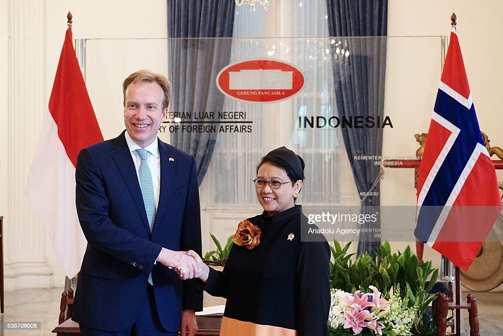 Norway's Foreign Minister Borge Brende (L) and Indonesian Foreign Minister Retno Marsudi (R) shake hands during the IndonesiaNorway Human Rights Dialogue in Jakarta, Indonesia on May 30, 2016. Brende is on a two-day visit to Indonesia to formally attend the dialogue and discuss bilateral ties between Norway and Indonesia.