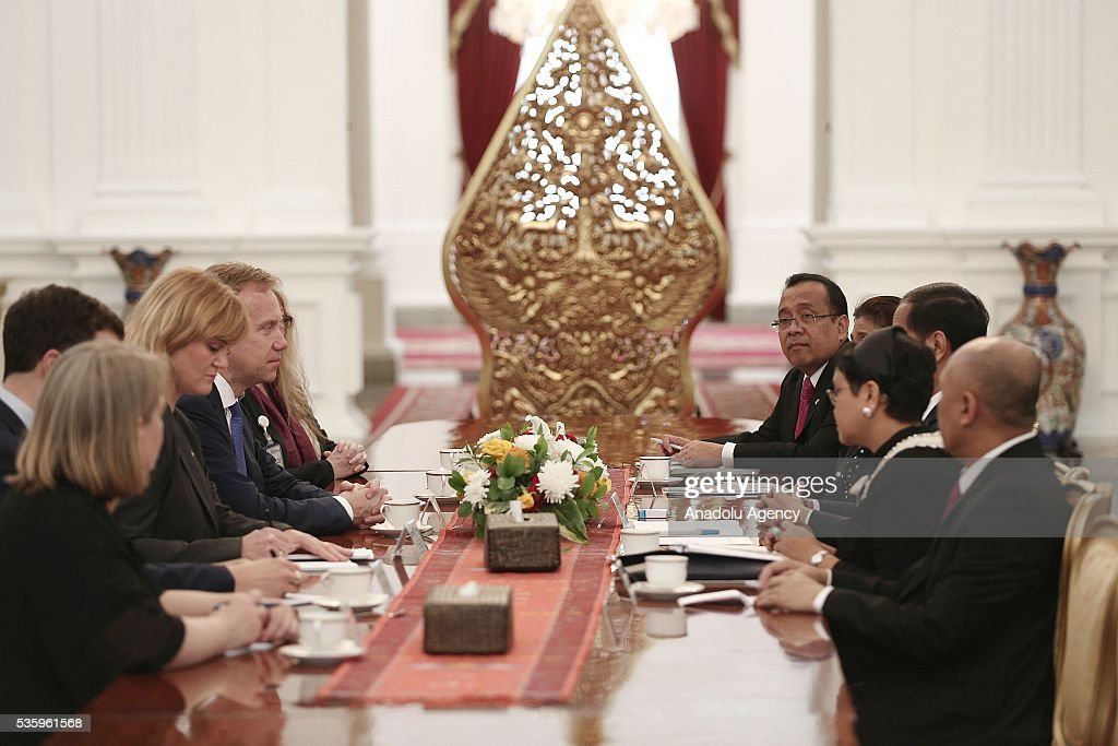 Norway's Foreign Minister Borge Brende (3rd L) and Indonesian President Joko Widodo (3rd R) are seen during their meeting in the Presidential Palace in Jakarta, Indonesia on May 31, 2016. Brende is on a two-day visit to Indonesia to formally attend the dialogue and discuss bilateral ties between Norway and Indonesia.