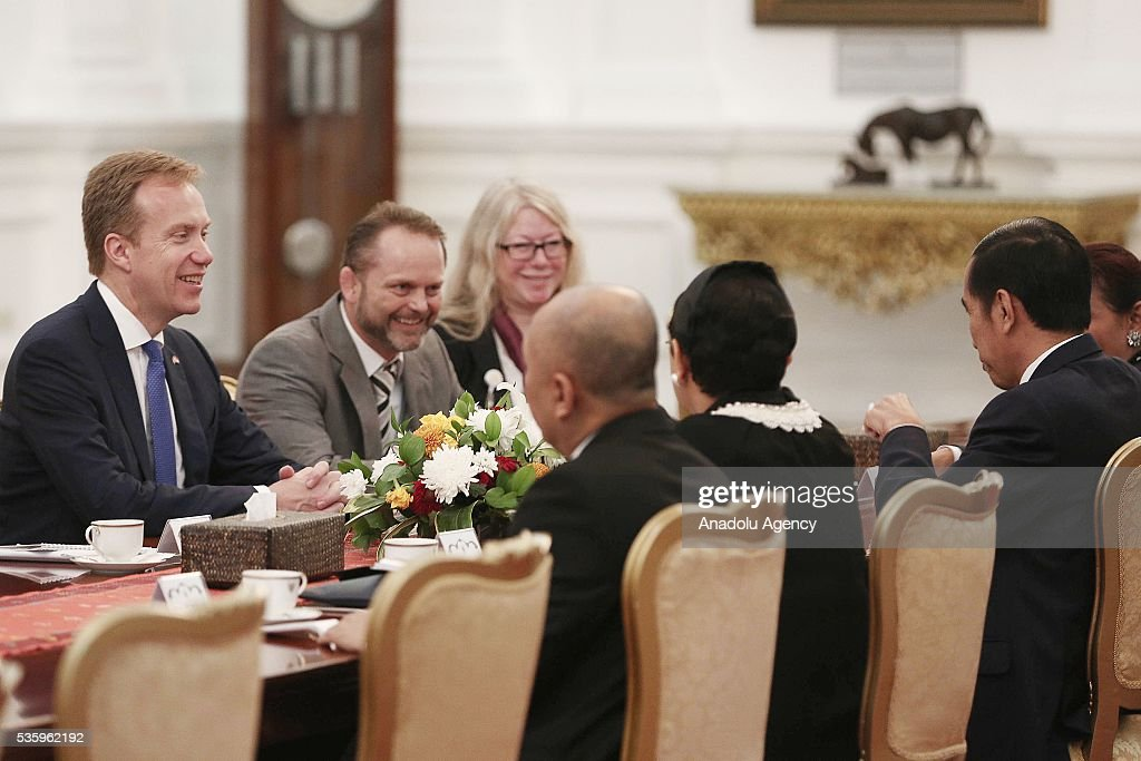 Norway's Foreign Minister Borge Brende (L) and Indonesian President Joko Widodo (R) are seen during their meeting in the Presidential Palace in Jakarta, Indonesia on May 31, 2016. Brende is on a two-day visit to Indonesia to formally attend the dialogue and discuss bilateral ties between Norway and Indonesia.