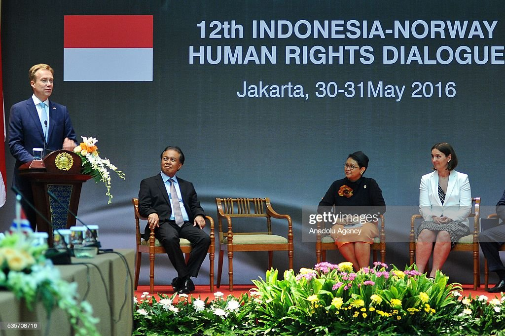 Norway's Foreign Minister Borge Brende (L) delivers a speech during the IndonesiaNorway Human Rights Dialogue in Jakarta, Indonesia on May 30, 2016. Brende is on a two-day visit to Indonesia to formally attend the dialogue and discuss bilateral ties between Norway and Indonesia.