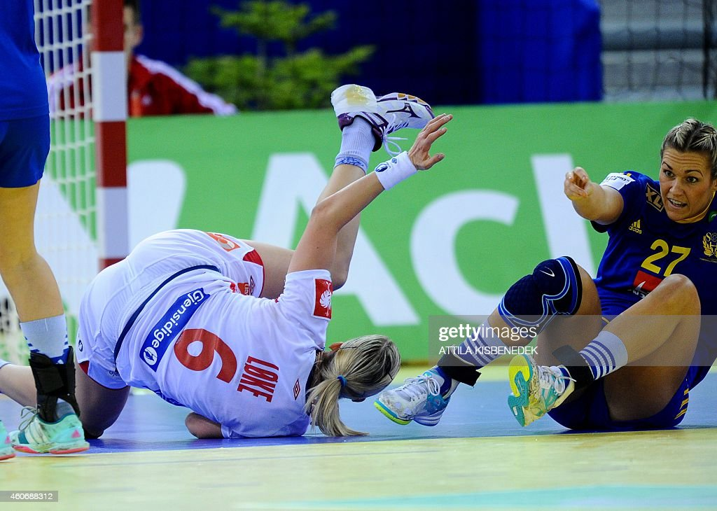 Norway's <a gi-track='captionPersonalityLinkClicked' href=/galleries/search?phrase=Heidi+Loke&family=editorial&specificpeople=6331820 ng-click='$event.stopPropagation()'>Heidi Loke</a> (L) fights for the ball with Sweden's Sabina Jacobsen (R) in Papp Laszlo Arena of Budapest on December 19, 2014 during their semifinal match of Women's European Championships.