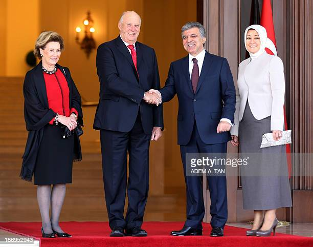 Norway's King Harald of Norway and Queen Sonja of Norway pose for a photograph alongside Turkish President Abdullah Gul and his wife Hayrunnisa Gul...
