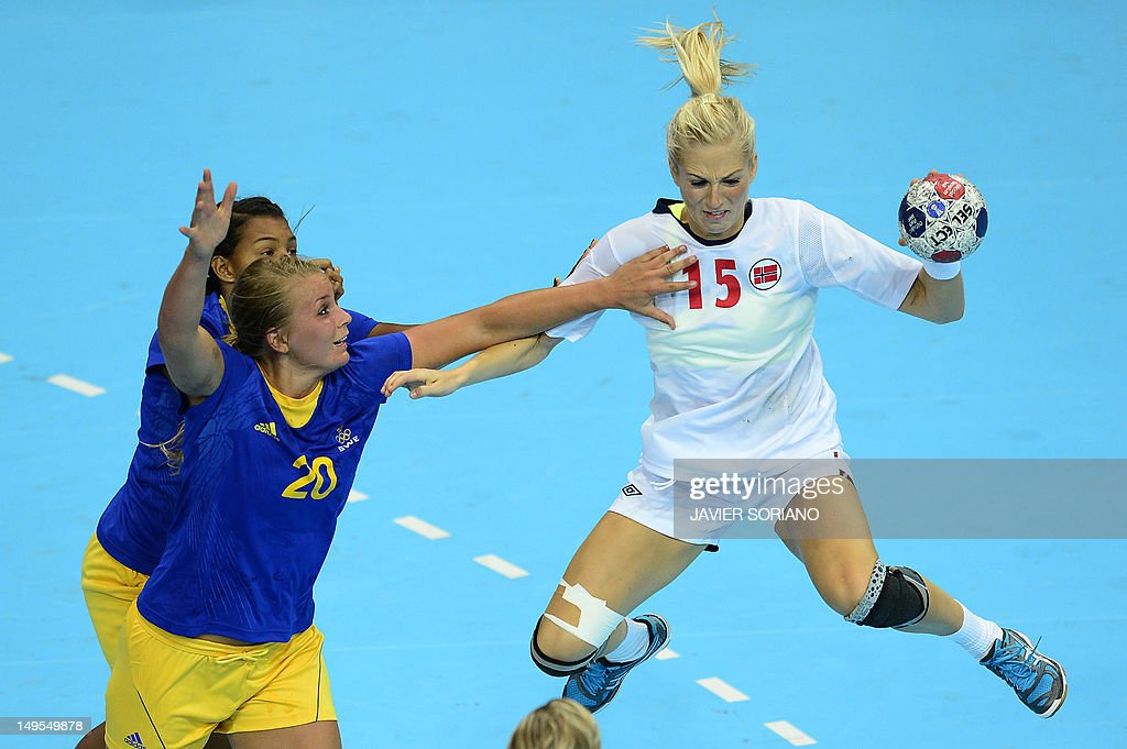 Norway's Linn Jorum Sulland (R) jumps to shoot as she vies with Sweden's centreback Isabelle Gullden during the women's preliminaries Group B handball match Sweden vs Norway for the London 2012 Olympics Games on July 30, 2012 at the Copper Box hall in London. AFP PHOTO/ JAVIER SORIANO