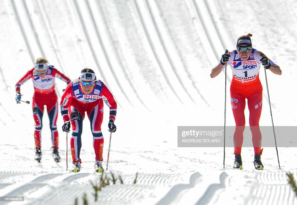Norway's Marit Bjoergen (C) competes, followed by Poland's Justyna Kowalczyk (R) and Norway's Therese Johaug, on March 2, 2013 during the Women's Cross Country 30 km Classic race of the FIS Nordic World Ski Championships at Val Di Fiemme Cross Country stadium in Cavalese, northern Italy.