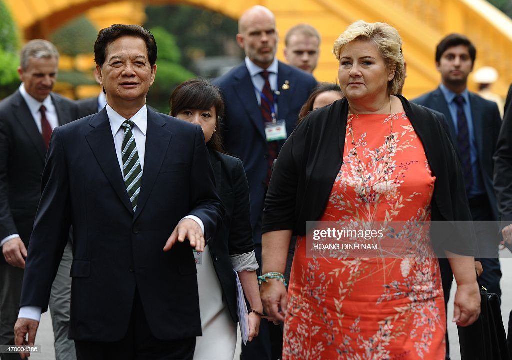 Norway's Prime Minister <a gi-track='captionPersonalityLinkClicked' href=/galleries/search?phrase=Erna+Solberg&family=editorial&specificpeople=6165203 ng-click='$event.stopPropagation()'>Erna Solberg</a> (R) and her Vietnamese counterpart <a gi-track='captionPersonalityLinkClicked' href=/galleries/search?phrase=Nguyen+Tan+Dung&family=editorial&specificpeople=544511 ng-click='$event.stopPropagation()'>Nguyen Tan Dung</a> walk toward Dung's Cabinet Office for official talks at the presidential palace in Hanoi on April 17, 2015. Solberg is on a three-day official visit aimed at strengthening bilateral ties . AFP PHOTO / HOANG DINH Nam