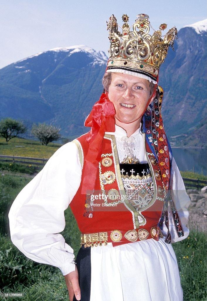 Norwegerin norwegische Braut Voss bei Vik/Norwegen/Skandinavien Europa Statisttin Tracht Reise Hochzeit