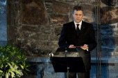 Norwegian energy group Statoil CEO Helge Lund delivers a speech on February 4 2013 at the Hakonshall in Bergen during a memorial ceremony for the...