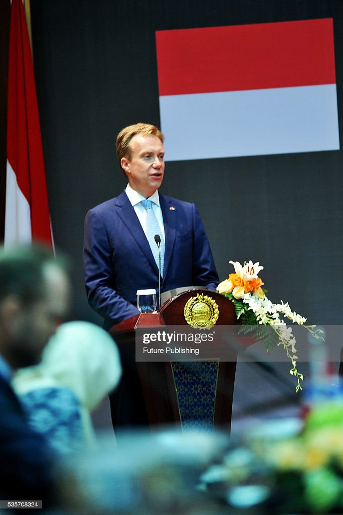 Norwegian Foreign Minister Borge Brende (L) delivers a speech while Indonesian Foreign Minister Retno Marsudi (R) looks on during the IndonesiaNorway Human Rights Dialogue on May 30, 2016 in Jakarta, Indonesia. Brende is on a two-day visit to Indonesia to formally attend the dialogue and discuss bilateral ties between Norway and Indonesia. Jefta Images / Barcroft Images hello@barcroftmedia.com - +1 212 796 2458 +91 11 4053 2429