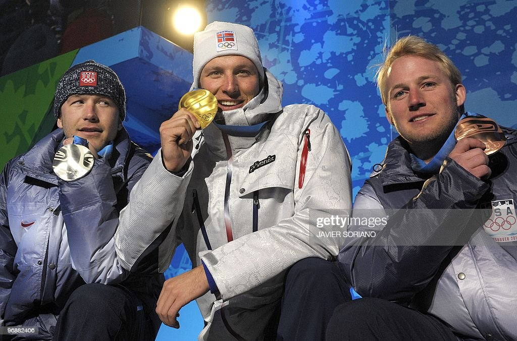 Norwegian gold medallist Aksel Lund Svindal (C), US silver medallist Bode Miller (L) and US bronze medallist Andrew Weibrecht pose for photographers during the medal ceremony for the Alpine skiing Men's Super-G event of the Vancouver 2010 Winter Olympics at Whistler Medal Plaza venue on February 19, 2010 in Whistler.