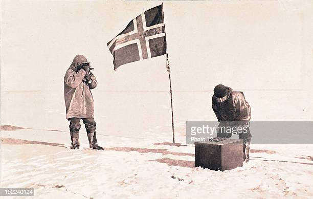 Norwegian South Pole expedition lead by Roald Amundsen in 19111912 Astronomical observation by means of a sextant the artificial horizon is placed on...