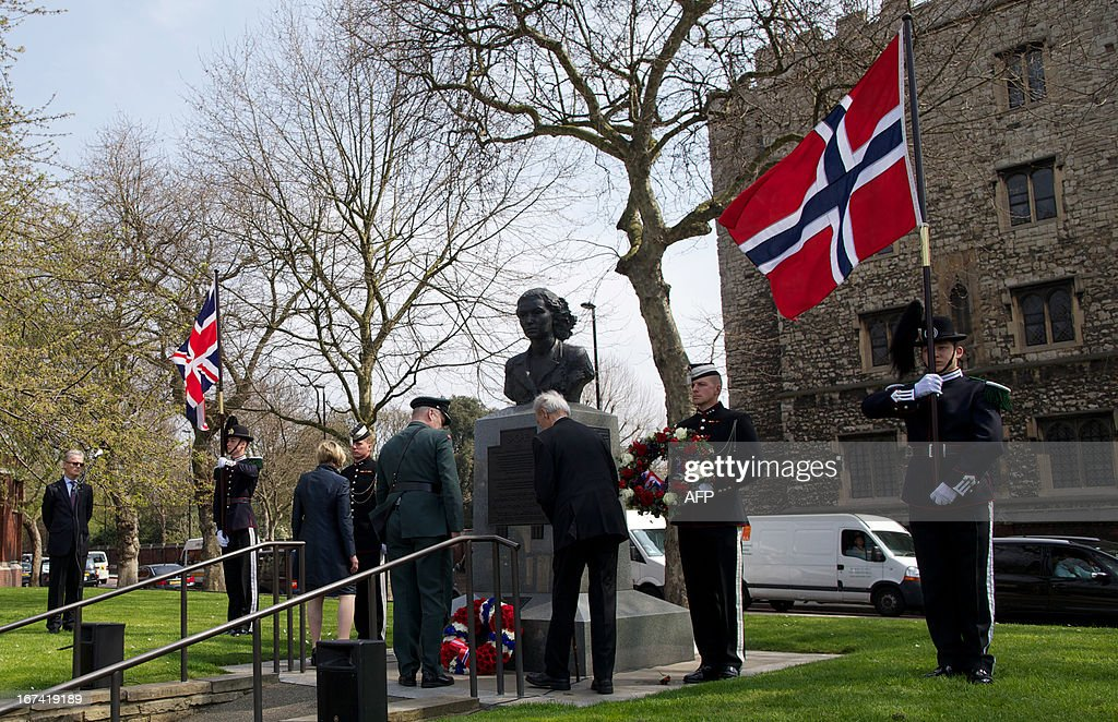 Norwegian World War II hero Joachim Ronneberg (3rd L) and head of the Norwegian armed forces General Harald Sundehonour lay a wreath at the SOE agents monument in central London on April 25, 2013, in honour of the former for leading the SOE operation Gunnerside where Norwegian soldiers destroyed the German occupied Heavy Water Plant in Vemork, Norway.