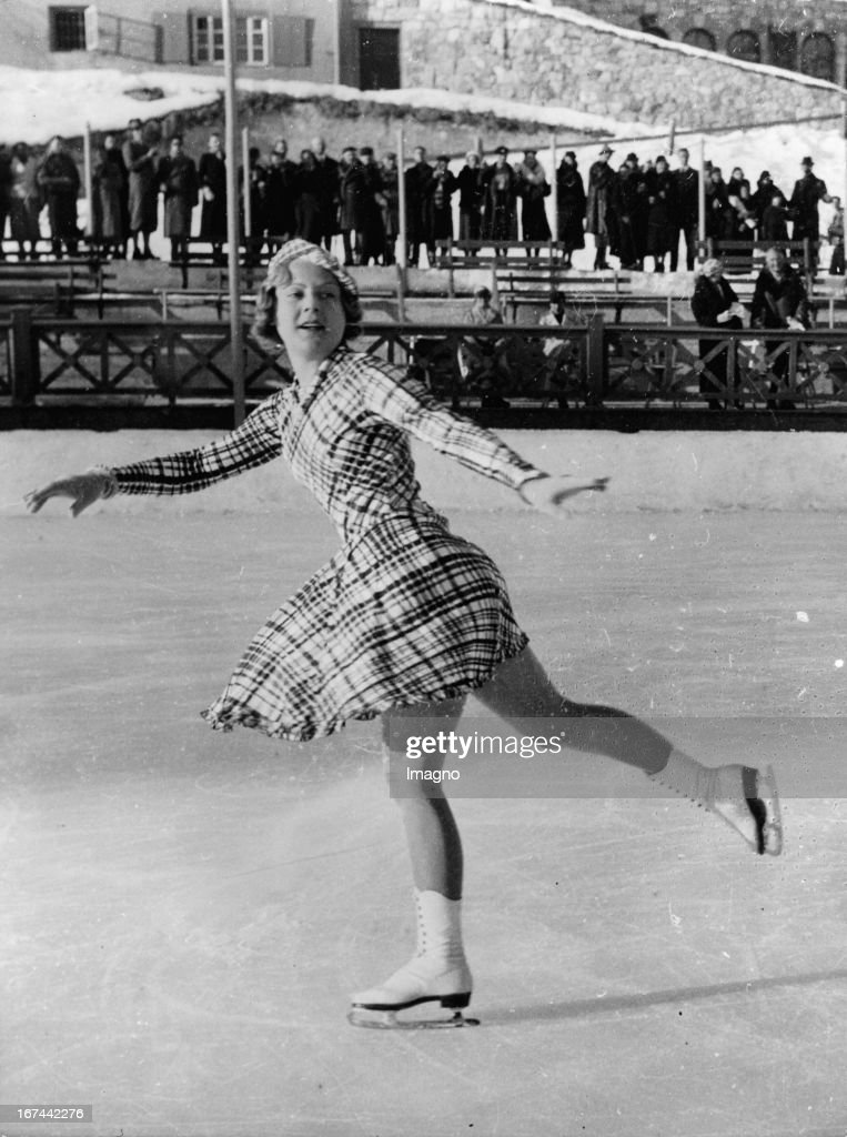 Norwegien Ice skater <a gi-track='captionPersonalityLinkClicked' href=/galleries/search?phrase=Sonja+Henie&family=editorial&specificpeople=92645 ng-click='$event.stopPropagation()'>Sonja Henie</a> at a training in St. Moritz. 1935. Photograph. (Photo by Imagno/Getty Images) Die norwegische Eiskunstläuferin <a gi-track='captionPersonalityLinkClicked' href=/galleries/search?phrase=Sonja+Henie&family=editorial&specificpeople=92645 ng-click='$event.stopPropagation()'>Sonja Henie</a> beim Training in St. Moritz. 1935. Photographie.