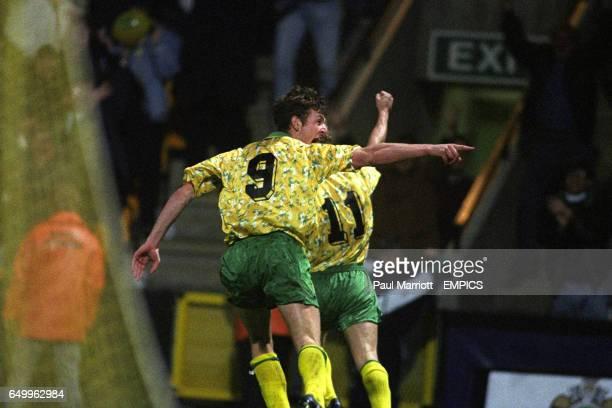 Norwich City's Chris Sutton celebrates after Jeremy Goss scored