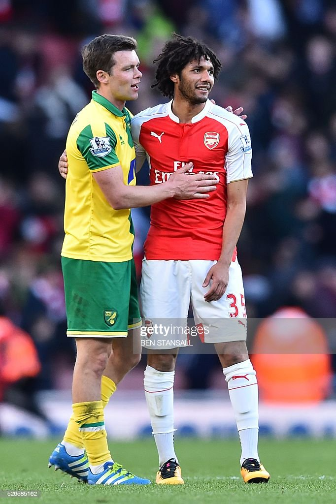Norwich City's English midfielder Jonathan Howson (L) greets Arsenal's Egyptian midfielder Mohamed Elneny (R) after the final whistle during the English Premier League football match between Arsenal and Norwich at the Emirates Stadium in London on April 30, 2016. / AFP / BEN STANSALL / RESTRICTED TO EDITORIAL USE. No use with unauthorized audio, video, data, fixture lists, club/league logos or 'live' services. Online in-match use limited to 75 images, no video emulation. No use in betting, games or single club/league/player publications. /