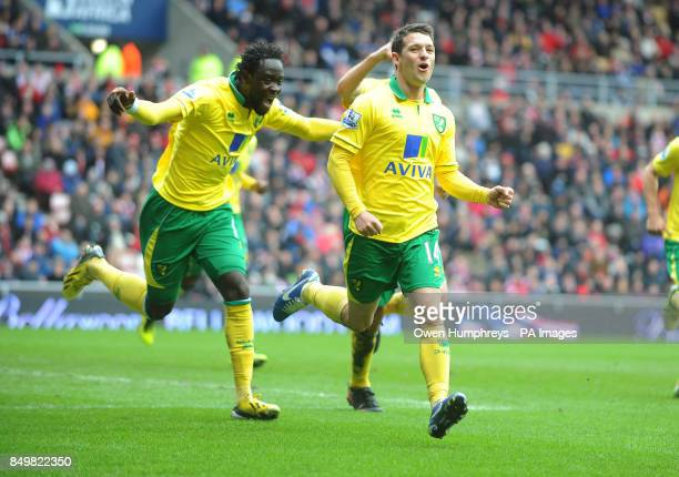 Norwich City's Wes Hoolahan celebrates his goal with with Kei Kamara during the Barclays Premier League match at the Stadium of Light Sunderland