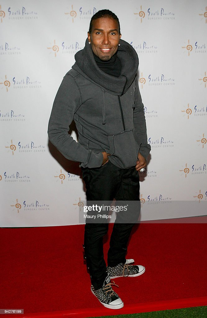 Norwood Young arrives at Simine Hashemizdeh's Holiday Red Carpet Event To Benefit M Benga Foundation on December 10, 2009 in Hollywood, California.