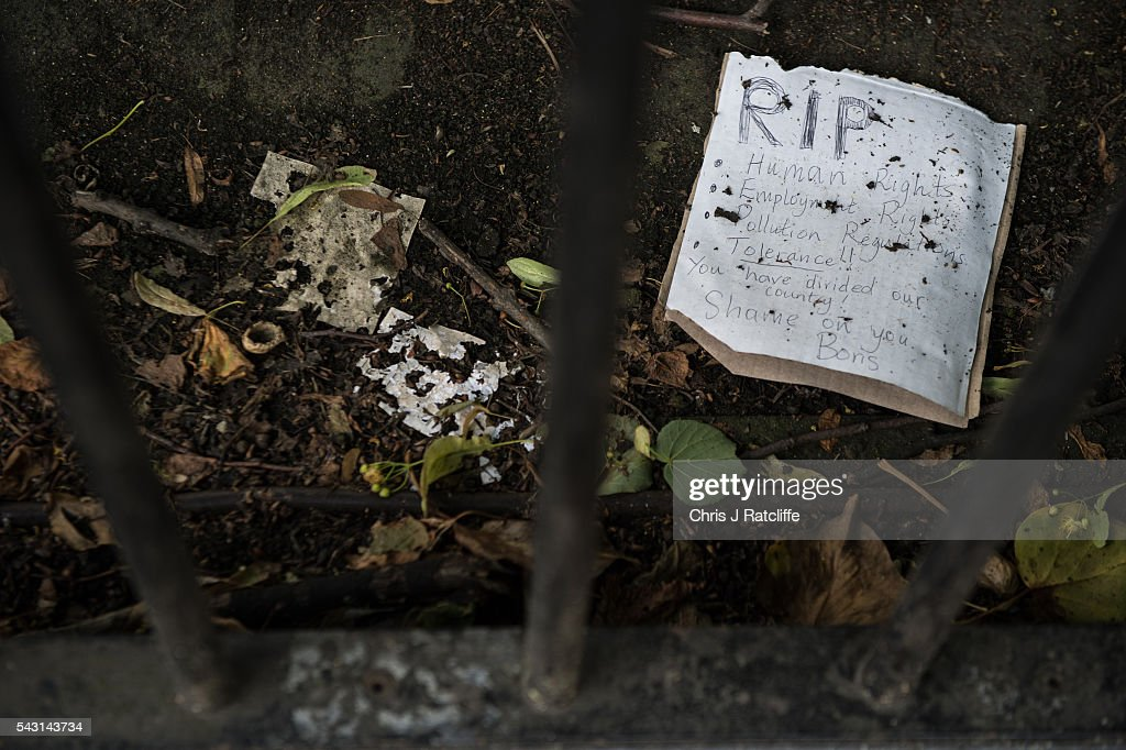 A note is left from a member of the public behind a fence on Boris Johnson's London home on June 24, 2016 in London, England. Former Mayor of London, Boris Johnson, was a key figure in campaigning for a 'Leave' vote in the recent British EU referendum.