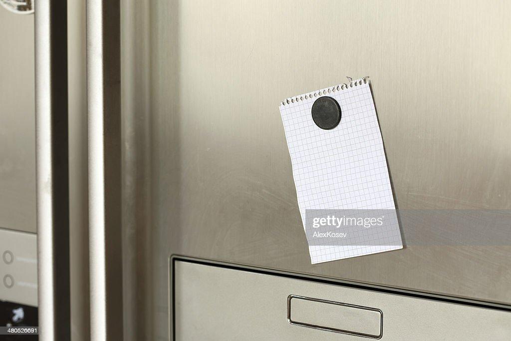 Hinweis auf Kühlschrank : Stock-Foto