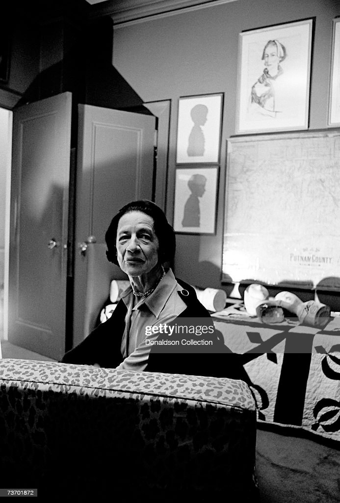 Noted columnist and editor in the field of fashion Diana Vreeland poses for a photoshoot in 1976 at her residence in New York.