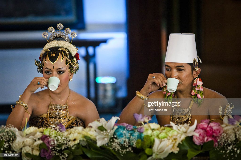 Notonegoro and Gusti Kanjeng Ratu Hayu drink tea during Dahar Klimah ceremony in Bangsal Kesatriyan at Kraton Palace as part of the Royal Wedding Held For Sultan Hamengkubuwono X's Daughter Gusti Ratu Kanjeng Hayu And KPH Notonegoro on October 22, 2013 in Yogyakarta, Indonesia. Wedding celebrations will take place October 21-23 October. The wedding parade will include 12 royal horse drawn carriages and will be streamed live on the internet so that it can be watched by people all over the world.