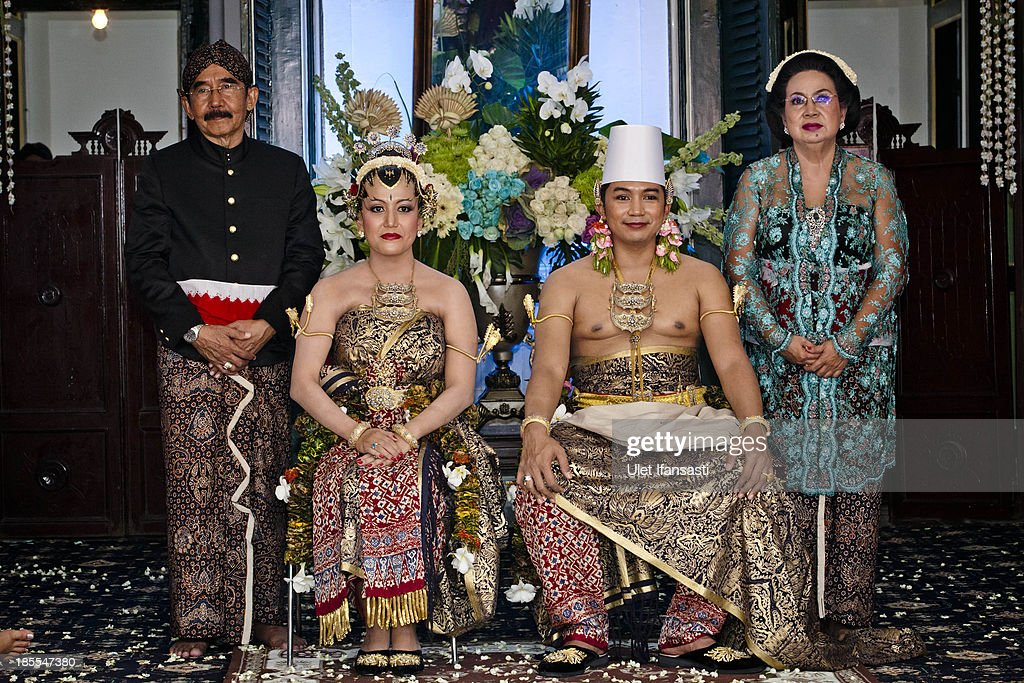 Notonegoro and Gusti Kanjeng Ratu Hayu with family pose for a photograph during their wedding ceremony in Bangsal Kesatriyan at Kraton Palace on October 22, 2013 in Yogyakarta, Indonesia. The Royal Wedding Held For Sultan Hamengkubuwono X's Daughter Gusti Ratu Kanjeng Hayu And KPH Notonegoro. Wedding celebrations will take place October 21-23 October. The wedding parade will include 12 royal horse drawn carriages and will be streamed live on the internet so that it can be watched by people all over the world.
