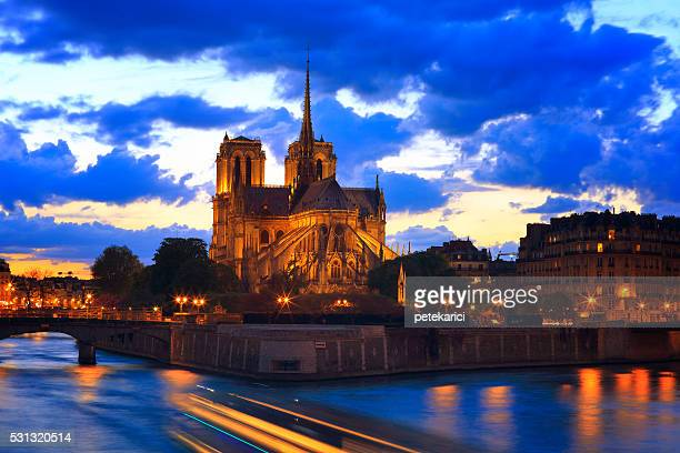 Notre Dame de Paris at night (50 mp)